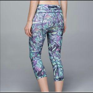 Lululemon inspire crop II iridescent multi leggings, size 6